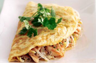 thai stuffed omelettes w-chicken filling